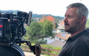 Medientrainer Wilhelm Streit an der Kamera