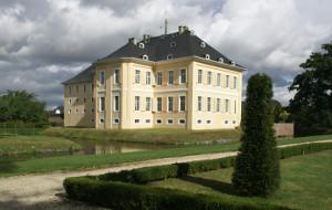 Schloss Miel vom Park aus gesehen