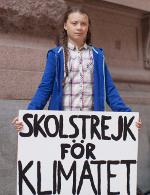 Greta Thunberg mit 'Schulstreik'-Plakat vor dem schwedischen Parlament